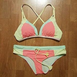 LULULEMON Coastal Om Bikini Set